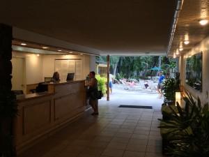 ホワイトサンズホテル-モニター